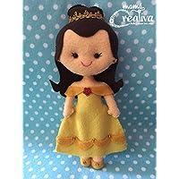 Muñeca artesanal de fieltro inspirada en princesa Bella