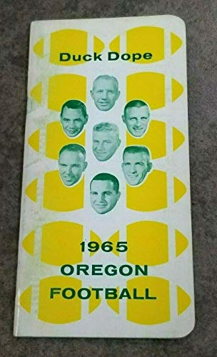 UNIVERSITY OREGON DUCKS COLLEGE FOOTBALL MEDIA GUIDE - 1965 - EX/NM SHAPE (1965 Ncaa Football)