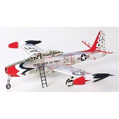 Tamiya Republic F-84G Thunderbirds in 1/48 Scale: Toys & Games