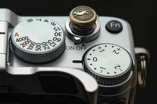 Lensmate Lizard Soft Release Button - Brass - fits any standard threaded release - Fujifilm X-E3, X-E2s, X-E2, X-T2, X-Pro2, X-T20 & X-T10, X100F & X100T & X100s