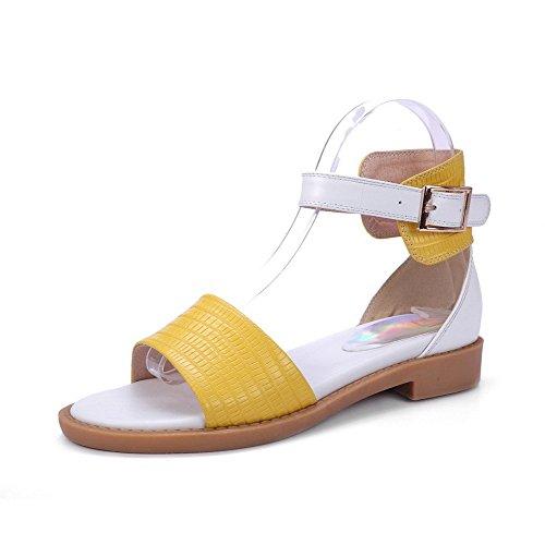 AllhqFashion Mujeres Hebilla Puntera Abierta Mini Tacón Cuero Colores Surtidos Sandalia Amarillo