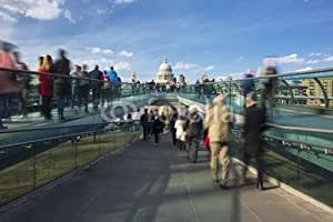 Blurred motion view over the Millennium Footbridge (81798511), Alu-Dibond, 110 x 70 cm