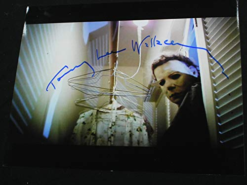 TOMMY LEE WALLACE Signed 8x10 Photo Michael Myers Halloween Autograph A]()
