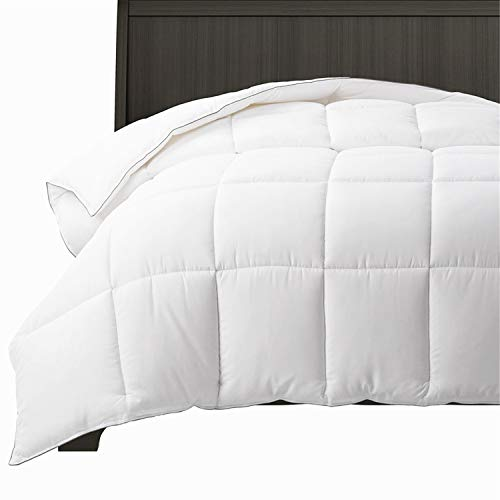 (Bedsure All-Season 60OZ White Down Alternative Comforter Queen with Corner Tabs - Lightweight&Fluffy Plush Hypoallergenic Microfiber Fill in Whole Piece, Machine Washable with No Clumping Duvet Insert)