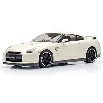 Nissan GT R R35 Spec V In Brilliant White Pearl (1:18 Scale