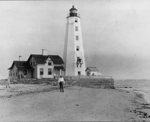 - early 1900s photo Connecticut--Old Saybrook, Lynde Point lighthouse graphic. b3