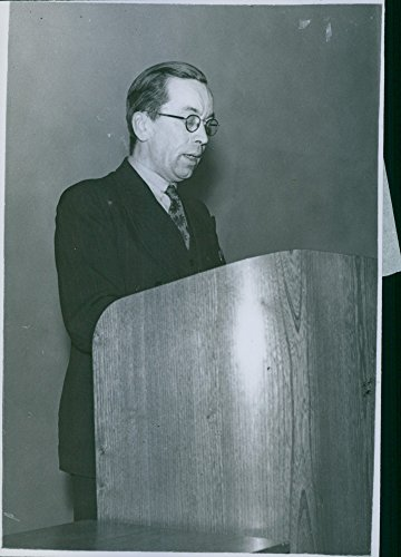 Vintage Photo Of Verifier C  Horn Speaks At Investment Club Conference