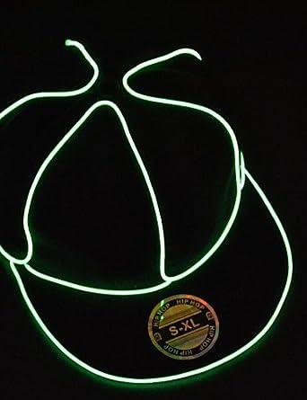 Schwarzlicht bis Hut Männer mit grünen el Draht geführt glühen ...