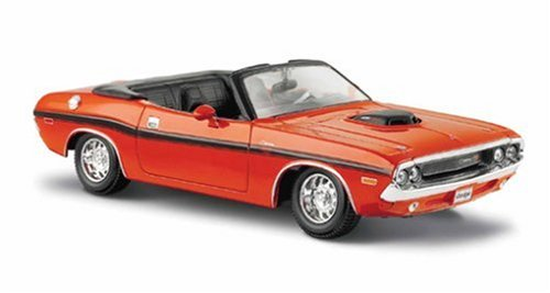 Maisto 1:24 Scale 1970 Dodge Challenger R/T Convertible Diecast Vehicle (Colors May Vary)