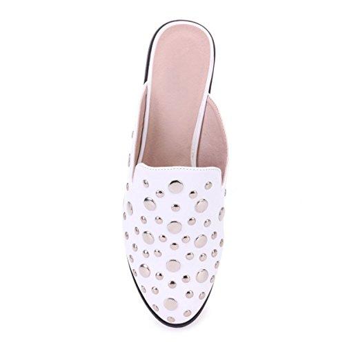 décoratifs Chaussure Clous Mules avec Modeuse Blanc la l'avant à en de Similicuir La xFwYZnPXqx