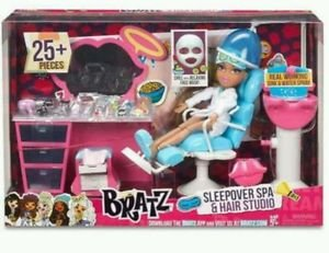 BRATZ Sleepover Spa and Hair Studio Bratz Girl Doll