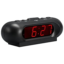 Kwanwa Portable 110 dB Super Loud Digital LED Alarm Clock for Bedrooms nightstand travel Heavy Sleeper, AA Battery Powered Only (Black)