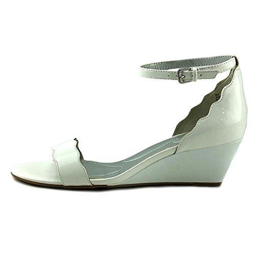 Bandolino Womens Opali Sandal White Patent Super Soft Patent Synthetic CnCDl