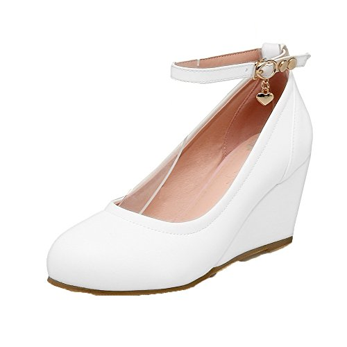 AmoonyFashion Womens Solid Kitten-Heels Buckle PU Round-Toe Pumps-Shoes White XpexIzs4Sl