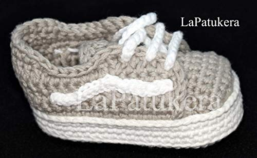 Baby booties. Crochet Unisex Sport style. 100% cotton. Sizes from 0 to 9 months. Handmade in Spain. Gift for baby. Sports Patukos.]()