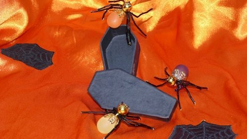 Jeweled Halloween Spider Clip with Mini Coffin Box!