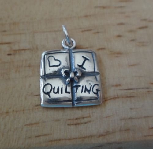 Sterling Silver 16x12mm says I Love Quilting Quilt Block Sew Charm by globus Shop by guf