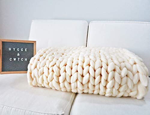 Hygge & Cwtch Chunky Knit Blanket Throw   Hand Made Knitted with Heavy Thick Vegan Yarn   Free Storage Bag   Accent Home Decor Gift for Farmhouse Couch Bench Bed  (Standard Throw 50