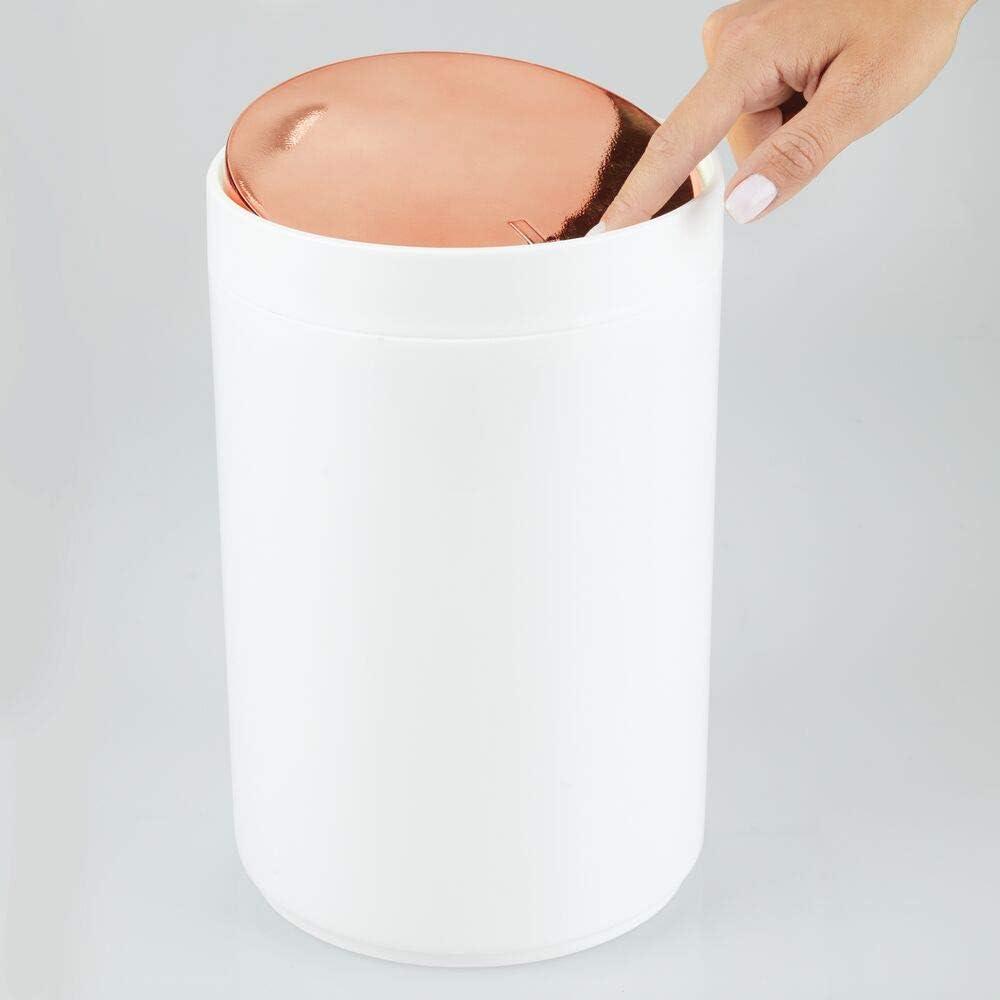 bianco//oro rosa Cestino spazzatura bagno ufficio e camera mDesign Cestino gettacarte da scrivania in plastica Pattumiera con coperchio basculante e 5L di capienza