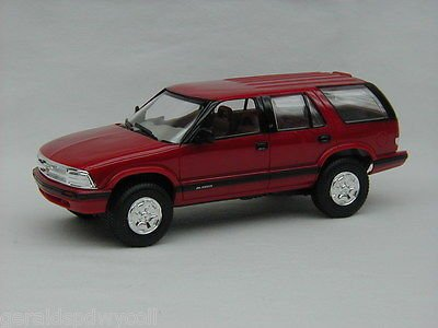 #7032EO Ertl/AMT 1995 Chevrolet Blazer,Apple Red 1/25 Plastic Promo,Fully Assembled (Chevrolet Blazer Model compare prices)