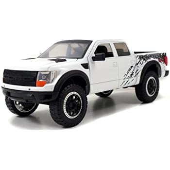 Amazon Com 2011 Ford F 150 Svt Raptor 1 24 Scale White Toys Games