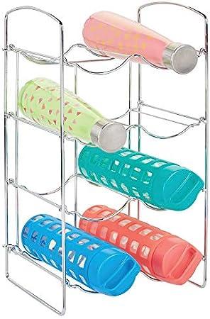ALMACENAJE CON ESTILO: En estos botelleros metálicos pueden guardarse hasta 8 botellas de vino u otr