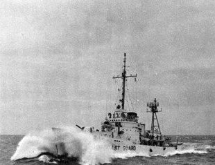 the-us-coast-guard-cutter-uscgc-ingham-whec-35-in-heavy-seas-off-vietnam-in-1968-69