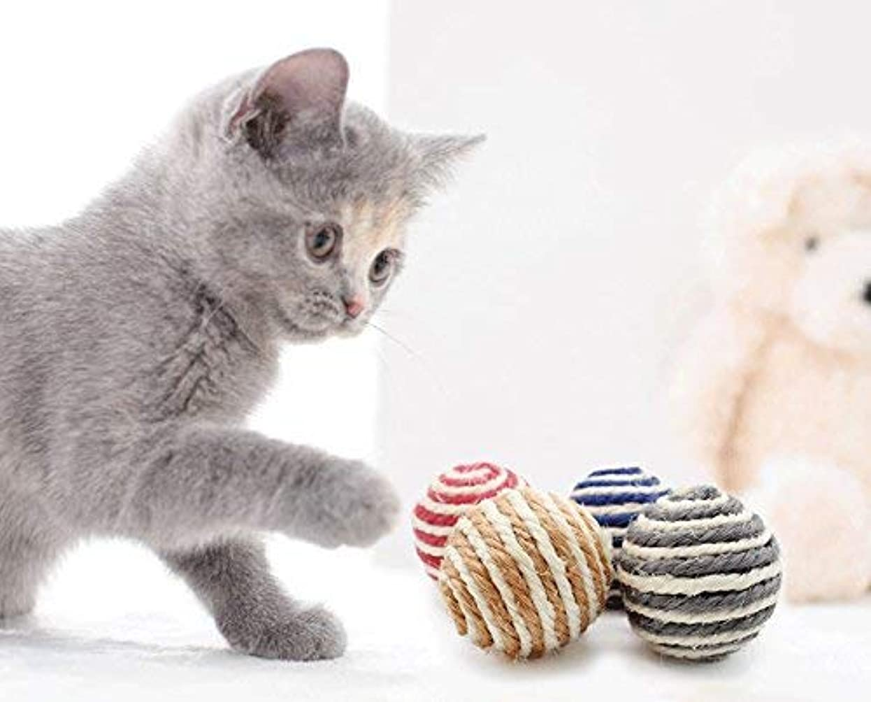 顧問下位読書をするペットおもちゃ おやつボール かわいい 猫用 ネズミ型 エサ入れ 知育玩具 丈夫耐久性 運動不足解消 (ホワイト)