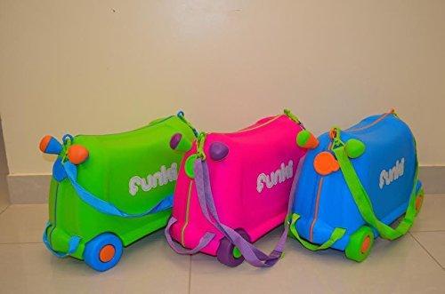 Los niños montar en la maleta – diferentes colores de utensilios para hornear de silicona