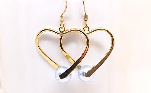 Gold tone heart earrings. Swarovski blue pearls and gold heart earrings. ()