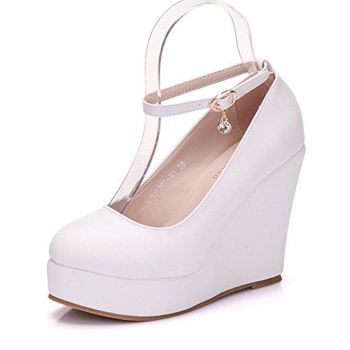 En la primavera de Europa y América flat-agua-chica con una pendiente con solo zapatos white