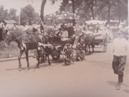 - Hinsdale Illinois Postcard 4th of July Parade 1910