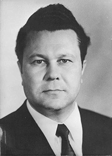 Vintage photo of Gumer Usmanov in a portrait.