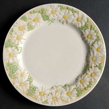 Dinner Plate -Sculptured Daisy by Metlox - Poppytrail - Vernon