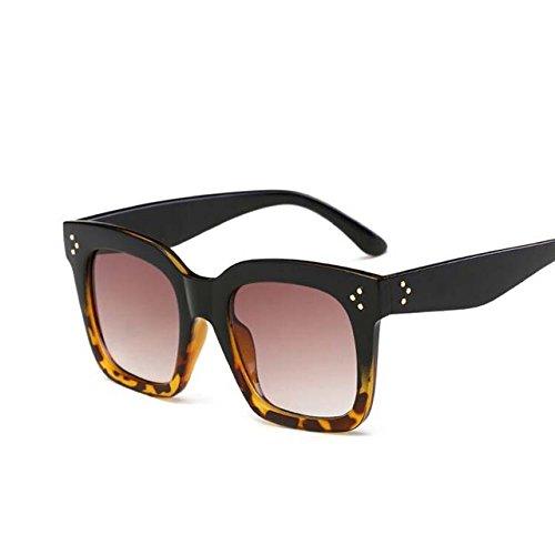 Tocoss (TM) Femmes Mode Lunettes de soleil femme Dessus Plat très Shield Forme Lunettes Marque Design vintage Lunettes de soleil femelle UV400Rivet, noir/doré