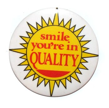 vintage-quality-inn-smile-youre-in-quality-hotel-advertising-pinback-button