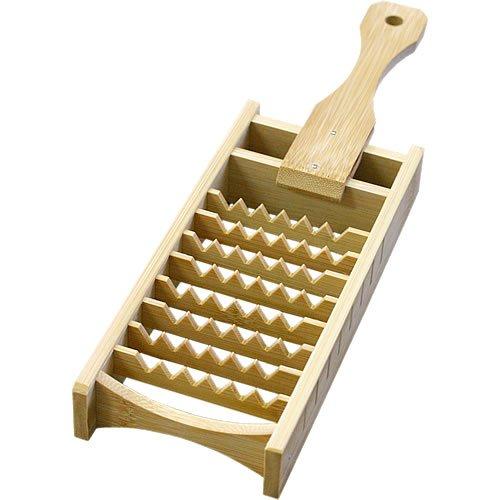 こだわりの竹製の大根おろし器でふんわかシャキシャキに!