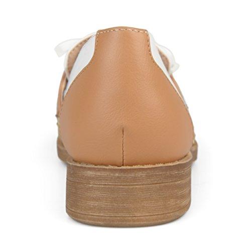 Brinley Co Dames Kunstleer Boog Accent Wingtip Loafers Bruin