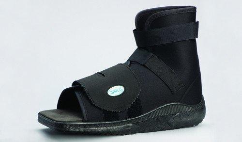 Darco International Slimline Cast Boot Black Square-Toe, Adult Small, 0.6 ()