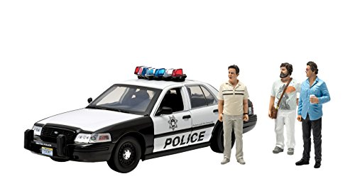 GreenLight Collectibles The Hangover - 2000 Ford Crown Victoria Vehicle with Phil, Stu & Alan (1:18 - Phil Hangover On