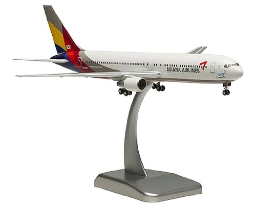 Daron Hogan Asiana 767-300ER Reg HL 7248 Model Kit with Gear, 1/200 Scale by Daron (Image #1)
