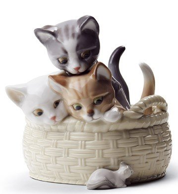 Amazon.com: Lladro Curious Kittens en una cesta: Home & Kitchen