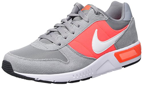 Nike Nightgazer, Scarpe da Corsa Uomo Multicolore (Stealth/White/Total Crimson)