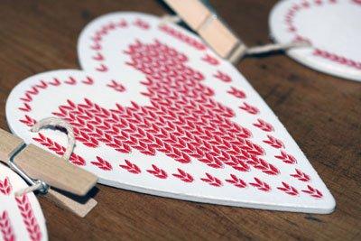 Gisela Graham Christmas Card Holder White Wooden Heart Bunting