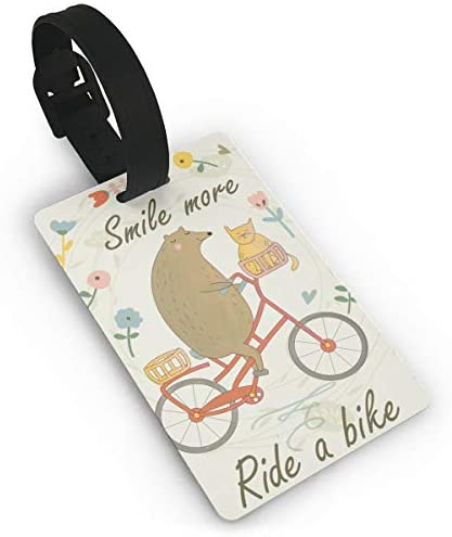 Lindo Oso Montando Una Bicicleta con un Gato y un Aterrizaje de ...