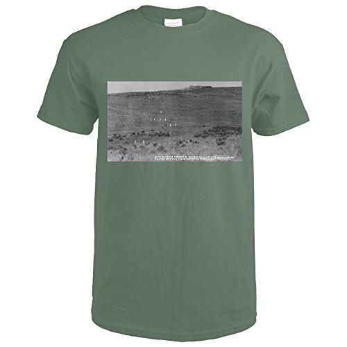 Montana - Custer Battlefield National Monument Photograph (Military Green T-Shirt (Battlefield Photograph)