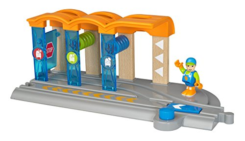 (Brio World Smart Tech - 33874 Smart Washing Station | 2 Piece Toy Train Accessory for Kids Ages 3 and Up)
