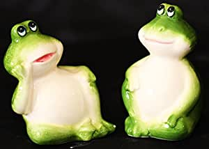 SALT & PEPPER SHAKERS TWIN GREEN TREE FROGS REALLY CUTE HOLD THEM TOGETHER 6 CM HIGH