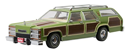 Greenlight Collectibles Artisan Collection Family Truckster Wagon Queen Vehicle (1:18 Scale)