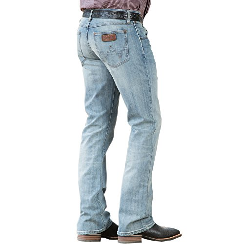 Wrangler Men's Retro Slim Fit Boot Cut Jean, Bearcreek, 32x30 ()